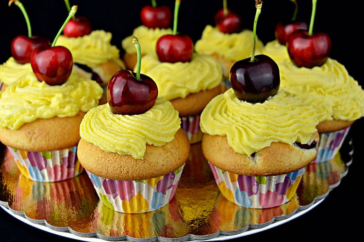 Cupcakes de cereza con buttercream de queso