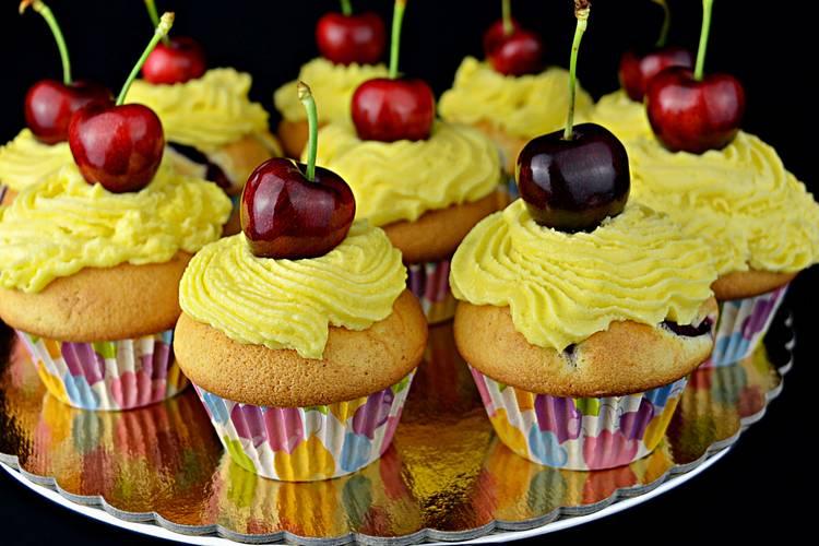 Cupcakes de cereza con buttercream de queso
