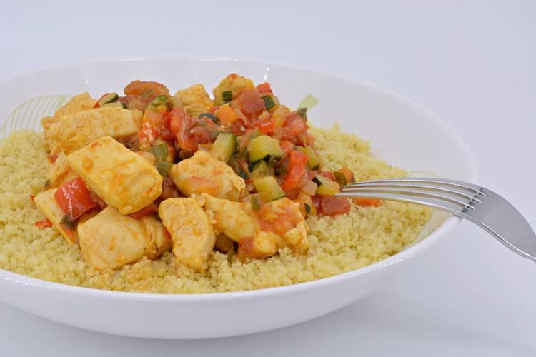 Cuscús de pollo y verduras, receta mediterránea