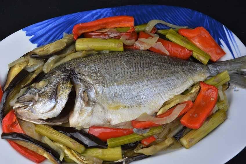 Dorada al horno con verduras para dieta