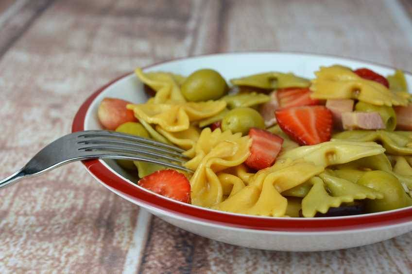 Ensalada de pasta y fruta