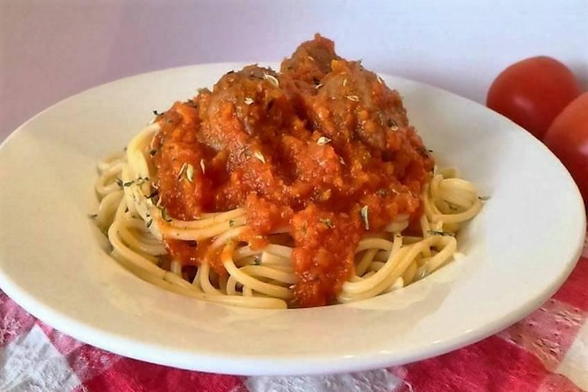 Espaguetis con albóndigas de pollo