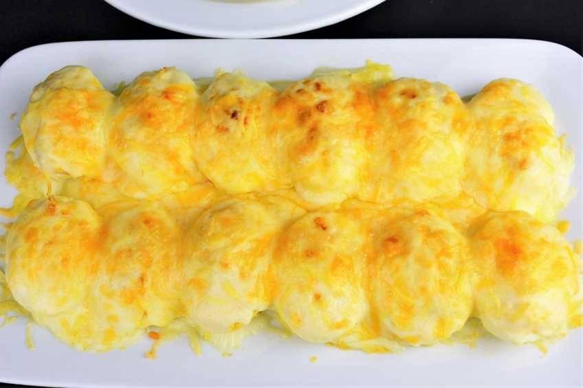 Huevos rellenos de atún gratinados
