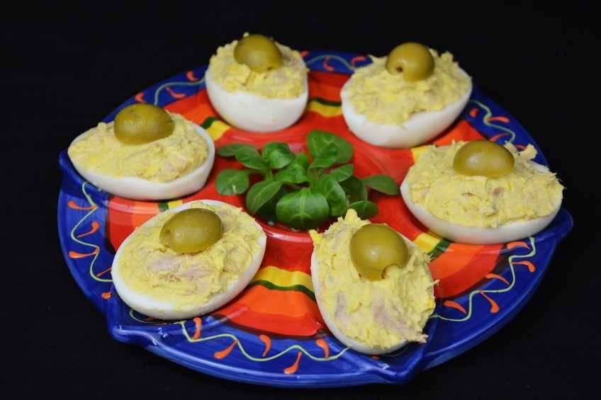 Huevos rellenos, receta casera