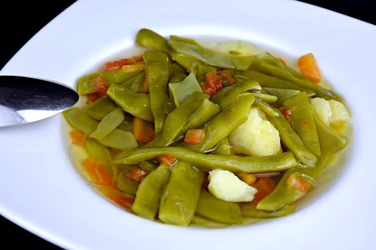 Judías verdes con tomate y patata