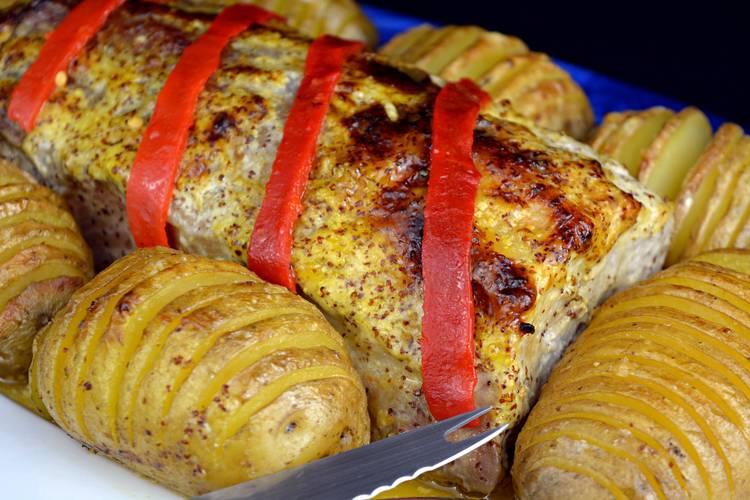 Lomo de cerdo al horno con patatas hasselback