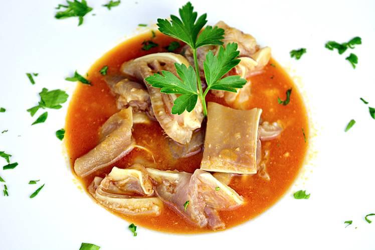 Oreja de cerdo en salsa picante