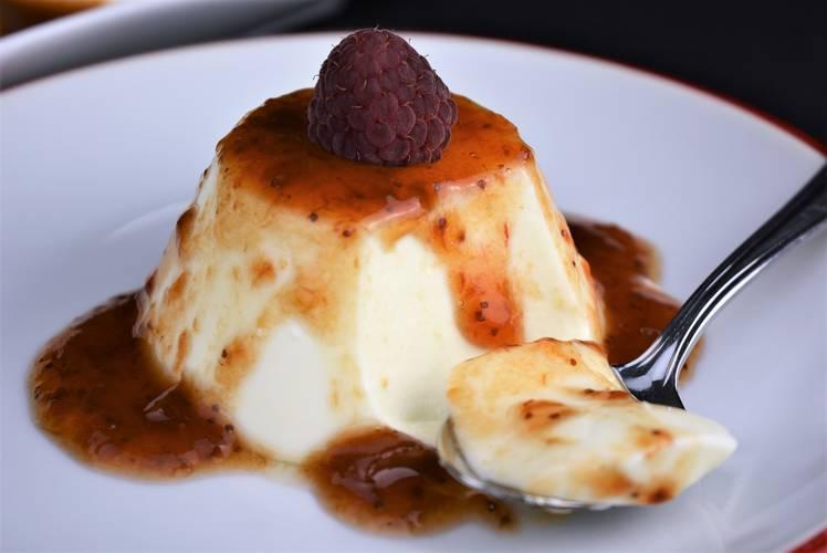 Panna cotta de queso y frutos rojos
