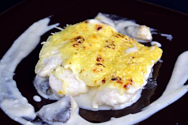 Pastel de pollo gratinado con queso