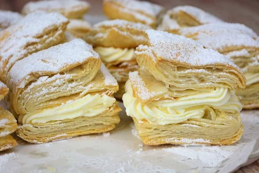 Cómo hacer pasteles de hojaldre y nata