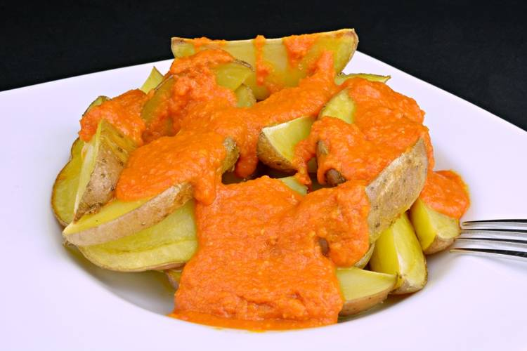 Patatas bravas al horno con salsa brava casera en Mycook Touch