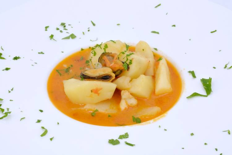 Patatas con sepia fáciles