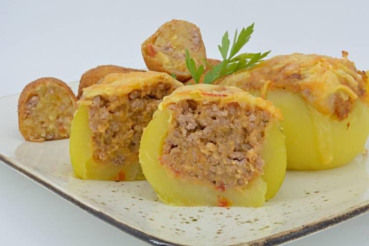 Patatas rellenas de carne al horno