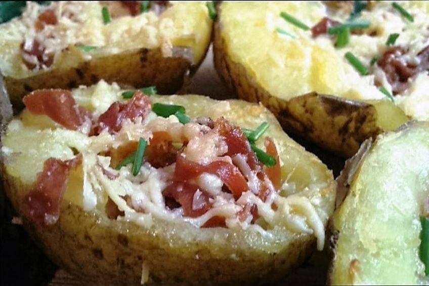 Patatas rellenas de queso cheddar