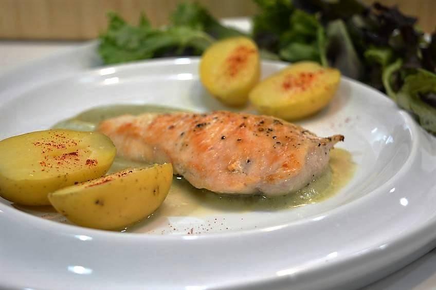 Pechugas a la plancha con salsa de verduras