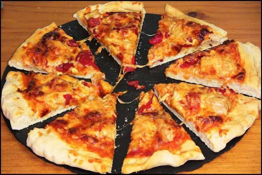 Pizza de atún con Mozzarella y pimientos