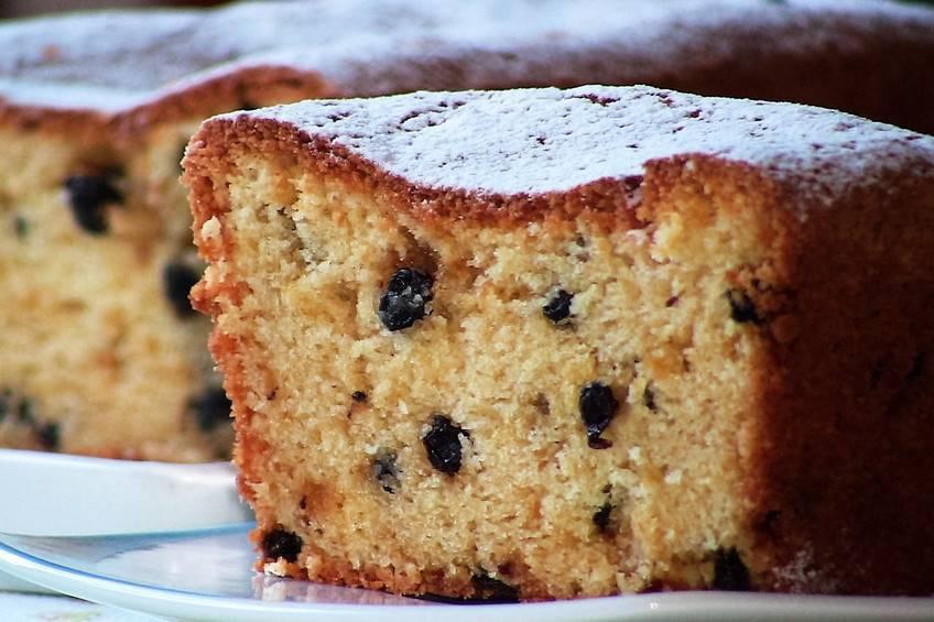 Plum cake de almendra y uvas pasas