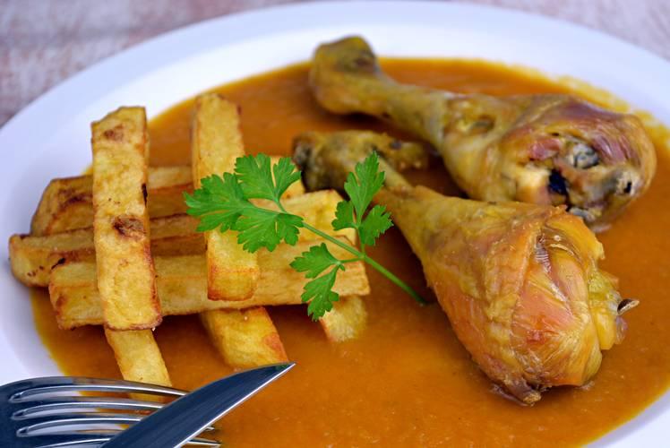Receta de la abuela para hacer pollo asado con salsa