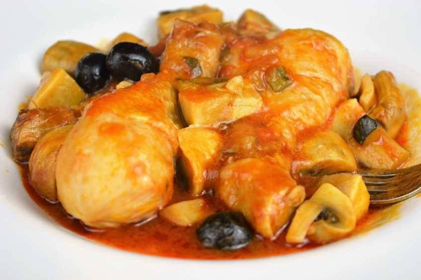Receta de pollo con pisto y champiñones, pollo muy jugoso
