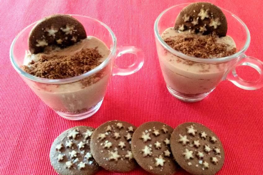 Postre rápido de chocolate y galletas