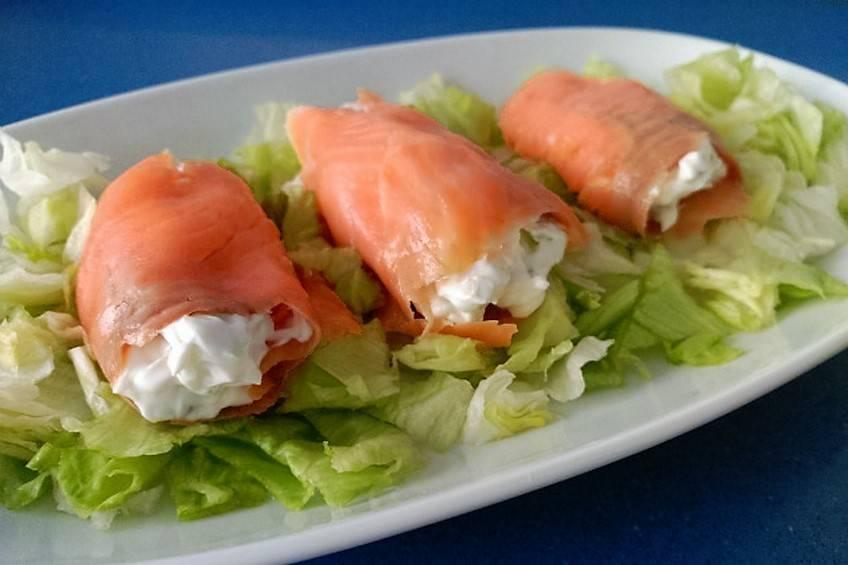 Rulos de salmón con queso