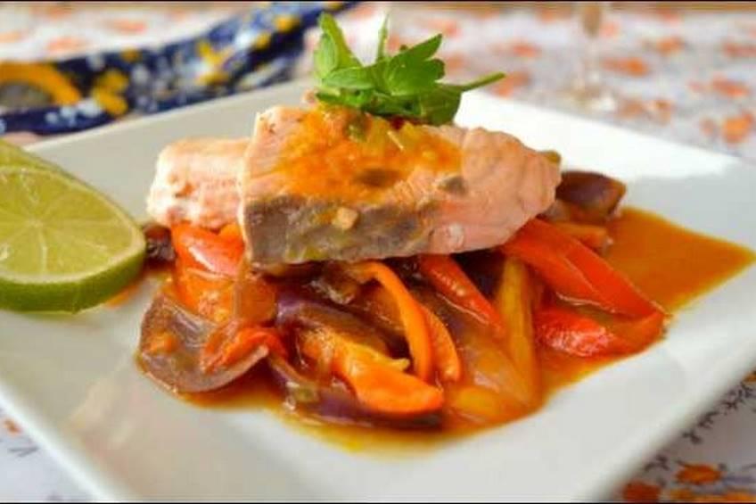 Salmón con salteado de verduras