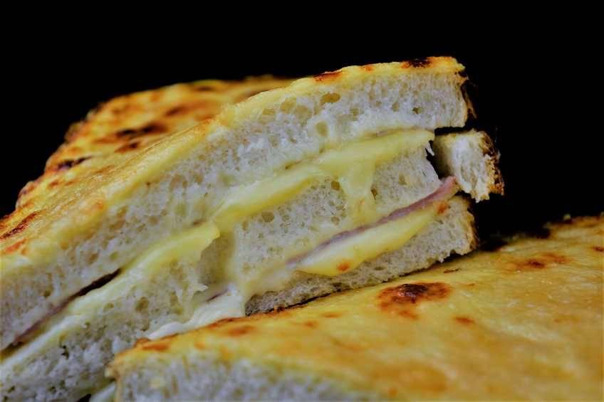 Sándwich Croque Monsieur gigante