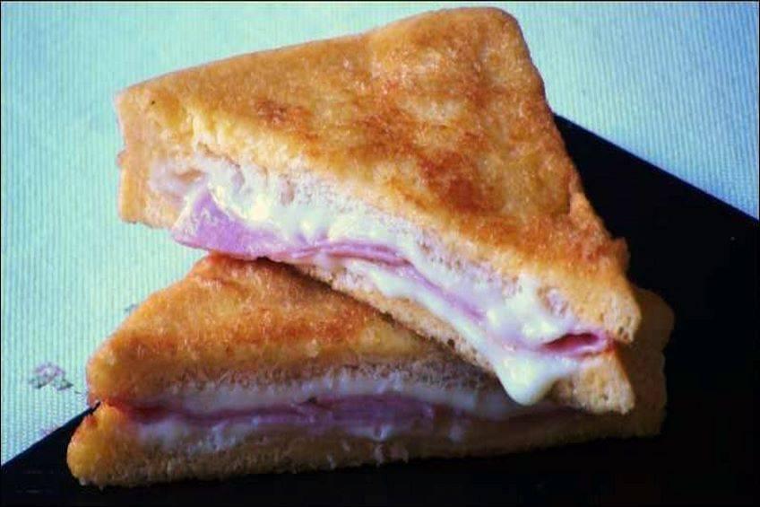 Sándwich frito de jamón y queso
