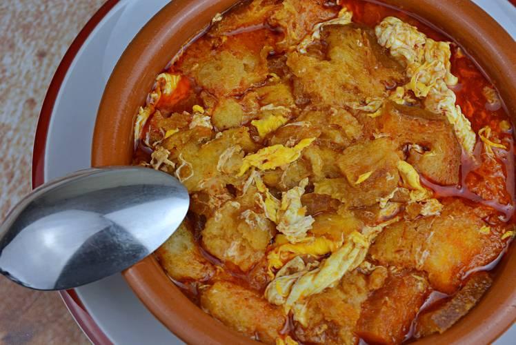 Sopa de ajo, receta a la castellana