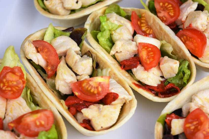 Tacos de pollo y ensalada
