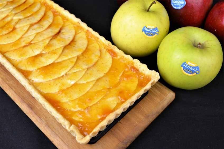Tarta de manzana con crema pastelera casera