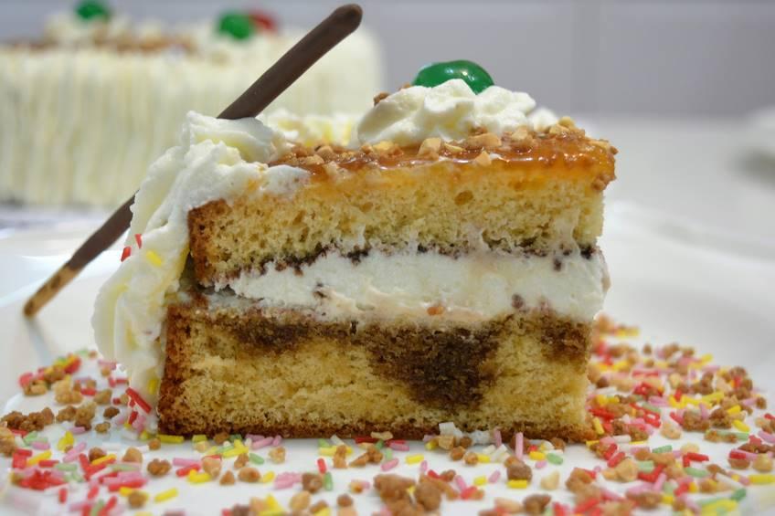 Tarta de nata para cumpleaños