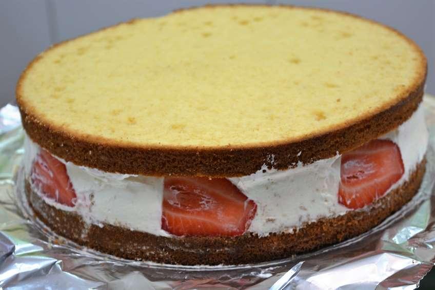 como-hacer-un-bizcocho-especial-para-tartas.JPG