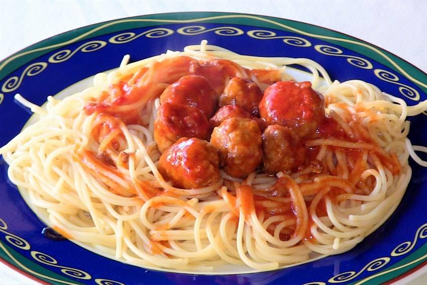 espaguetis-con-albondigas-y-salsa-picante.JPG
