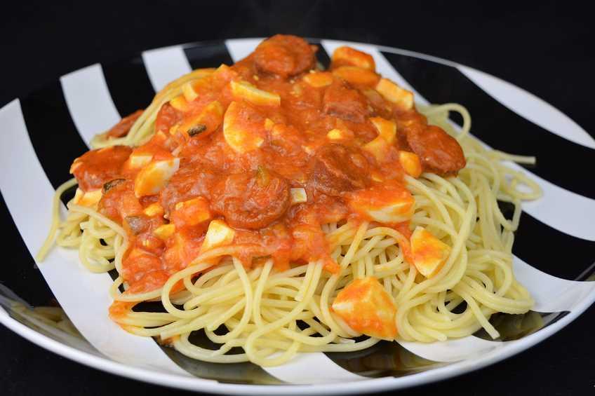 espaguetis-con-chorizo-y-salsa-picante.JPG