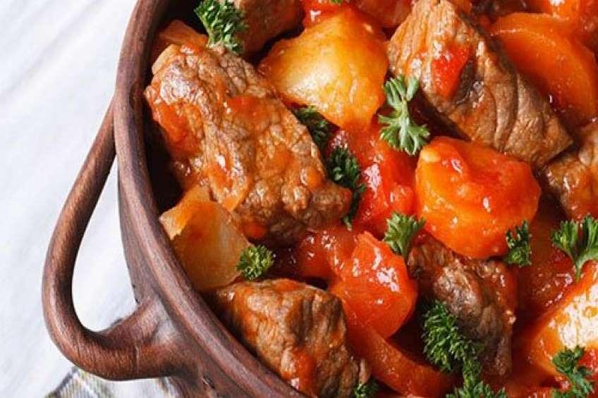guiso-de-ternera-con-verduras-en-salsa-de-tomate.jpg