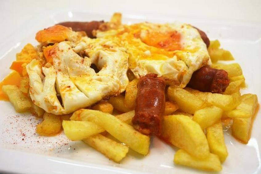 huevos-rotos-con-chorizo.jpg