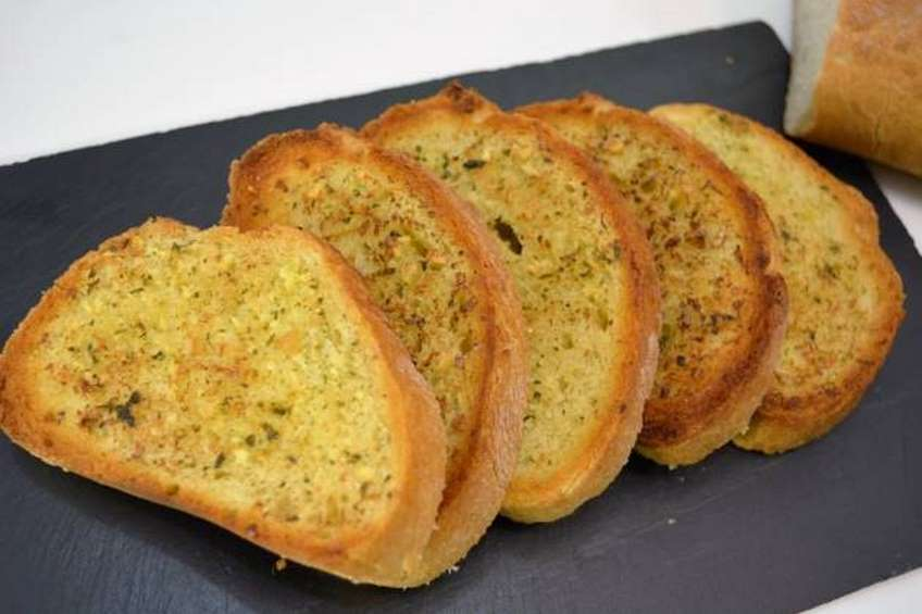 pan-de-ajo-receta-casera-portada-630x420.jpg
