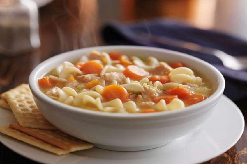sopa-de-pollo-y-pasta-con-verduras.jpg