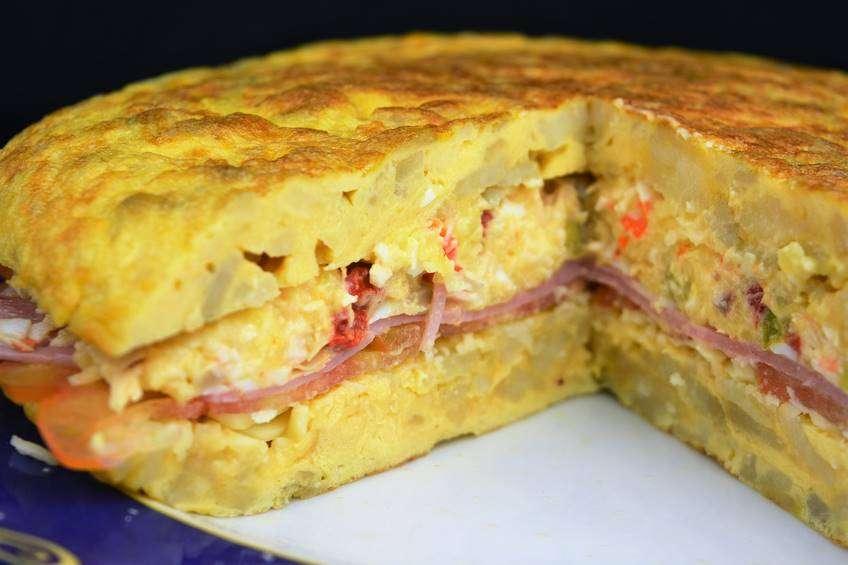 tortilla-de-patata-rellena-de-ensaladilla.JPG