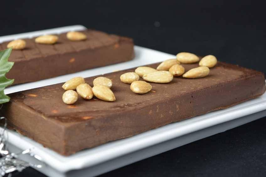 turron-de-chocolate-trufado-con-almendras.jpg